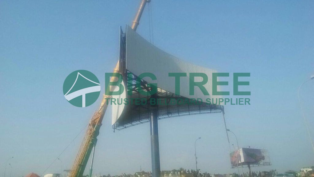advantages of Trihedron Unipole Billboard