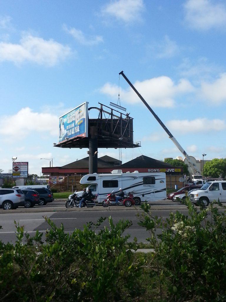 Hot-DIP Galvanized Three Sided Advertising Billboard Structure-installing