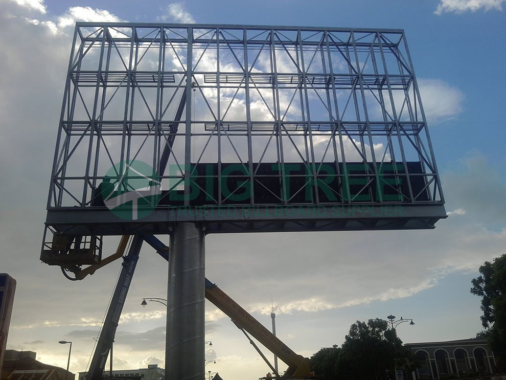 Hot dip galvanized wall-mounted steel structures for LCD screens.