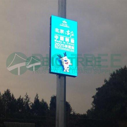 Street-light-pole-led-display-440a