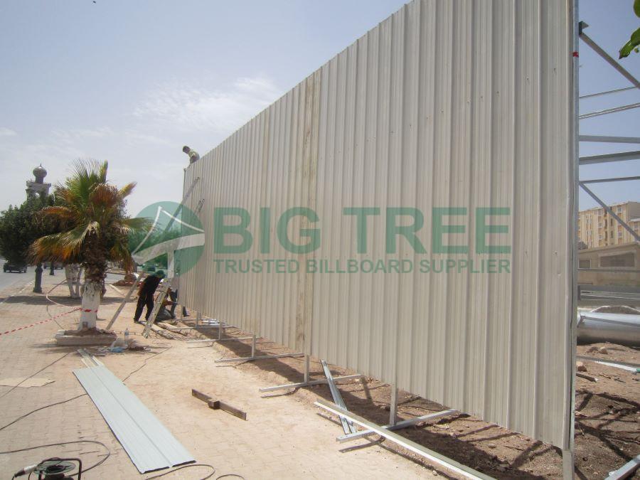 unipole billboard installation-900x675b